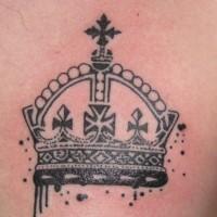 bella corona tatuaggio sul petto per uomo
