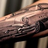 fresco dettagliata macchina avambraccio tatuaggio