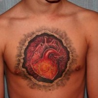 bella idea di cuore tatuaggio su petto per uomo tatuaggio