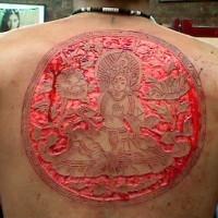 fresca idea di scarificazione pelle sulla schiena per uomo