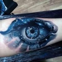 Cool aussehendes farbiges Unterarm Tattoo von mystischem Auge mit Sternen