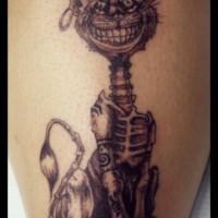 pazzo gatto scheletro con orecchino in orecchio tatuaggio