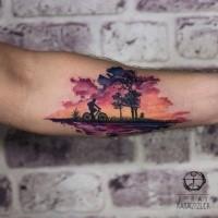 Tatuaggio della bicicletta da equitazione uomo verniciato colorato bello creativo