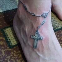 rosario su piede tatuaggio inchiostro grigio