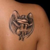 bel angelo ragazza piangendo tatuaggio su scapola