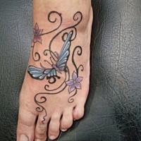 bellissimi fiori riccioli tatuaggio su piede per ragazza
