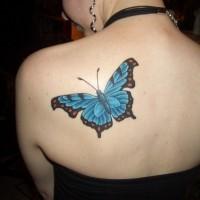 bella farfalla su schiena per ragazza