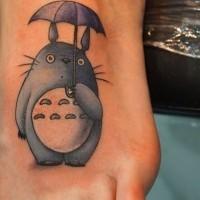 carino cartone animato coniglio con ombrello tatuaggio su piede di ragazza