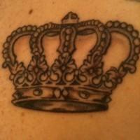 bella corona tatuaggio con motivi piacevoli