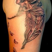 carina fata pettali di fiore sono sparsi tatuaggio