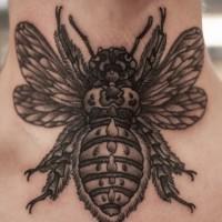 bel realistico scarabeo per maschi tatuaggio su collo