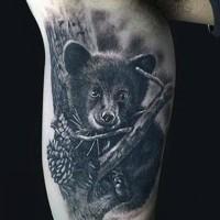 carino piccolo foto realistico molto dettagliato bimbo orso  tatuaggio su braccio