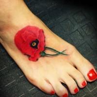Süßes Tattoo vom realistischen  Mohn auf dem Fuß