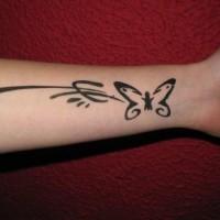 carina semplice farfalla tatuaggio con modello
