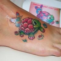 animato bella tartaruga colorata tatuaggio su piede
