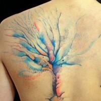 Tatuaggio pittoresco sulla spalla l'albero colorato