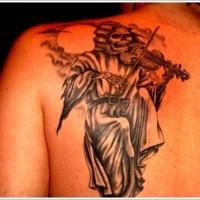 la morte suona a violino tatuaggio sulla scapola