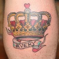 delicato corona stile tradizionale tatuaggio sulla gamba