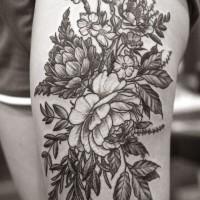 floreale dettagliato tatuaggio su coscia da Alice Carrier