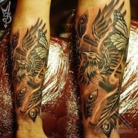 dettagliato dipinto colorato fenice con farfalla tatuaggio su braccio