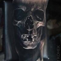 Dettagliato dipinto dal tatuaggio del braccio umano di Eliot Kohek