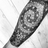 Tatuaje de tinta negra con estilo de punto de adorno increíble