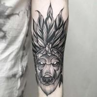 Tatuaje en el antebrazo,  lobo único en sombrero indio