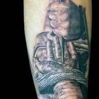 Dramatischer Realismus Stil farbiges Unterarm Tattoo Hand genagelt zu Holzkreuz