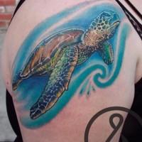 elegante colorata tartaruga marina tatuaggio sulla spalla
