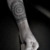 eleganti motivi floreali avambraccio tatuaggio
