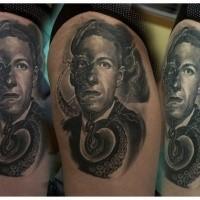 Gravur Stil farbiges Oberschenkel Tattoo von mystischem Mann und Tintenfisch