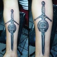 fantastico disegno 3D meraviglioso spada tatuaggio su braccio