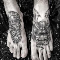 Inchiostro nero stile fantasy dipinto da Inez Janiak tatuaggio del casco Samurai e maschera antigas