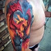 Tatuaggio di uccello fenice colorato in grande stile creativo con grande fantasia