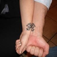 floreale celtico amicizia tatuaggio su due braccia