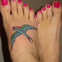 bella rondine tatuaggio per ragazze