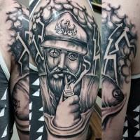divertente dipinto nero e bianco anziano marinaio fumando tatuaggio su braccio