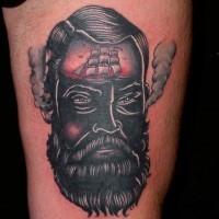 divertente dipinto con vapore e nave tatuaggio su coscia