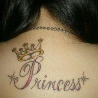 tatuaggio divertente parola principessa e corona