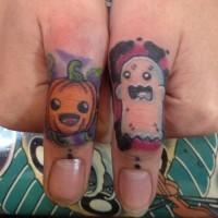 divertente fantasma e zucca tatuaggio piccolo su  le dita