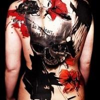 Riesiger Schädel farbiges im  Horror-Stil Tattoo am ganzen Rücken stilisiert mit Hubschrauber, Mohn und Schriftzug
