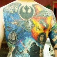 Tatuaje en la espalda, episodio con héroes y símbolos de  la guerra de las galaxias