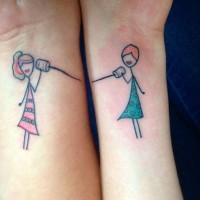 bel amicizia ragazze tatuaggio su due polsi