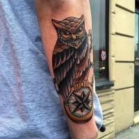 splendido gufo grigio nero classico americano tatuaggio