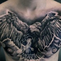 stupefacente nero e bianco aquila volante tatuaggio su petto