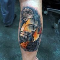 meravigliosa barca antica nativo americano con luna tatuaggio su stinco