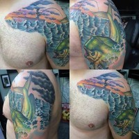 Tatuaje en el hombro, pescador con pez grande