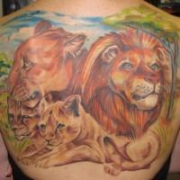 grande colorata famiglia di leone tatuaggio sulla schiena