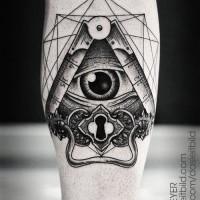 grande dettagliato nero e bianco piramide massonica a tema  tatuaggio su braccio