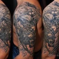 Tatuaje en el brazo, guerrero intrepido a caballo, diseño detallado